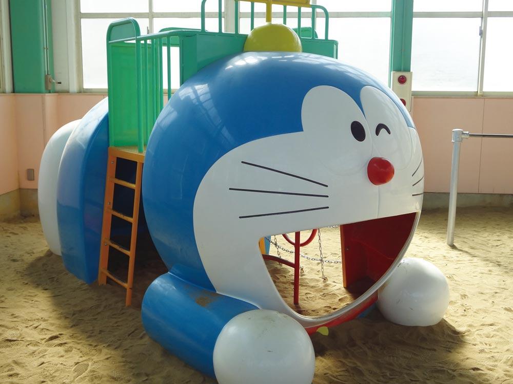 明成幼稚園 明成ドームのドラえもんの遊具